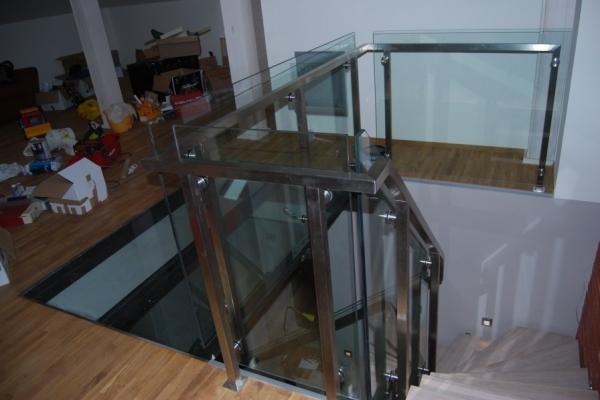 Balustrada ze stali nierdzewnej szlifowanej z wypełnieniem szklanym