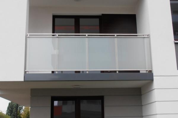 balustrada-stalowa-z-wypelnieniem-szklanym-wroclaw6B09E2C7-3A13-3EEA-2F09-2D41CDAA2794.jpg