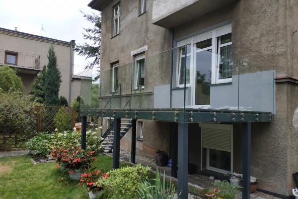 balustrada-szklana-samonośna-mocowana-do-konstrukcji-stalowej-wrocław69BB6270-B969-AB76-A036-0523B93EA751.jpg