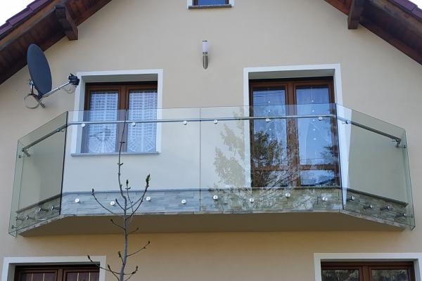 balustrada-szklana-samonośna-mocowana-punktowo-do-czoła-balkonu-wraz-z-pochwytem-opoleEB177690-4F33-B51C-9321-CA15F6012B23.jpg