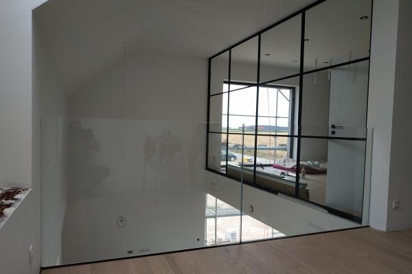 balustrada-szklana-samonośna-mocowana-w-profilu-aluminiowym-typu-u-ze-szkła-hartowanego-laminowanego-2x8-mm-optiwhiteA06535CA-8011-EE87-147B-10517784AF08.jpg
