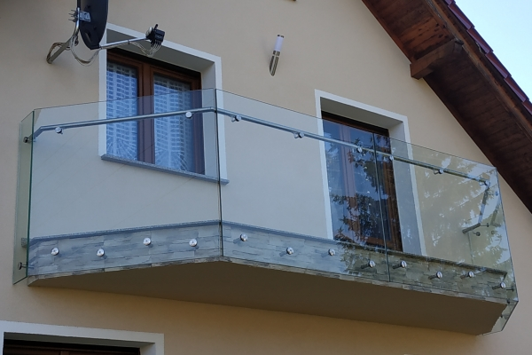 balustrada-szklana-samonośna-ze-szkła-hartowanego-laminowanego-przezroczystego-2x8-mm-opole84340409-0972-EA51-034A-BBFE404CEFDC.jpg