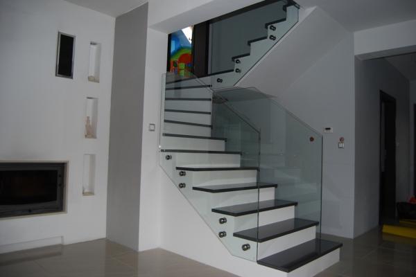 balustrada-szklana-samonosna-zory01581FF8-02B5-F571-51DF-00AE7BDC90D5.jpg