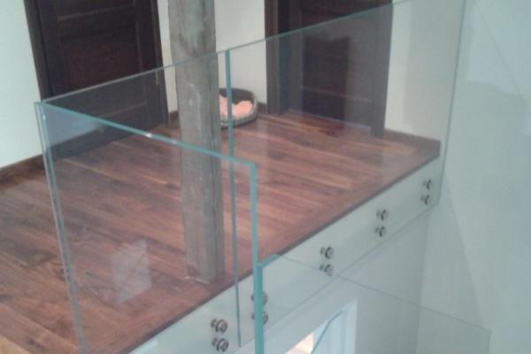 balustrada-ze-szkla-optiwhite-2x8-mm-hartowane-laminowane-warszawaD07C044F-5A44-B364-CC70-266C80062978.jpg