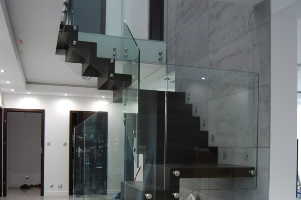 szklana-balustrada-samonosna-mocowana-punktowo-ze-szkla-hartowanego-laminowanego-2x8-mm-wroclawB35F2A29-C10A-4D49-AEC2-322179062D26.jpg