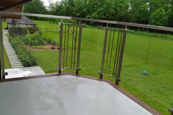 szklana-balustrada-z-podkonstrukcją-ze-stali-nierdzewnej-wrocław-1A3856E6D-CABF-3DDC-4E1F-B162738E50F3.jpg
