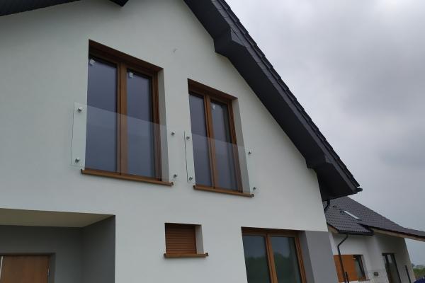 szklana-balustrada-z-podkonstrukcją-ze-stali-nierdzewnej-wrocław-297918748-3816-4531-916E-19AE411679A5.jpg