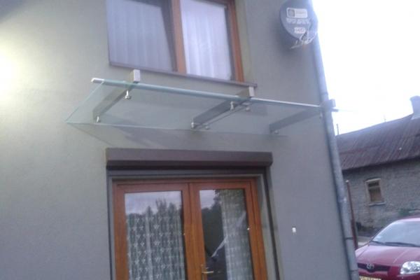 daszek-szklany-na-belkach-wsporczych-ze-stali-nierdzewnej-wraz-z-wypelnieniem-szklanym391A7ECD-9E28-5BC0-D5D1-6BA313457E78.jpg