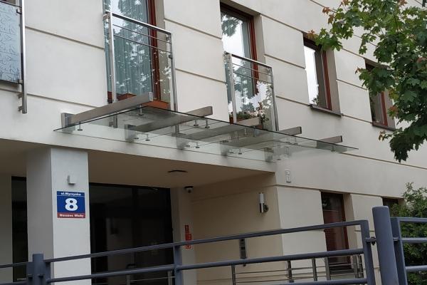 daszek-szklany-na-belkach-wsporczych-ze-stali-nierdzewnej-wspólnota-mieszkaniowa-warszawaC1F8B23E-64A5-6ECD-7984-30670DAD31F8.jpg