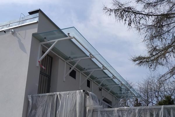daszek-szklany-na-podkonstrukcji-ze-stali-cynkowanej-i-lakierowanej-wrocław84C0BCAE-4AB1-C06A-02A9-4A2AF8D6F65E.jpg