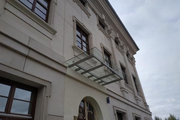 daszek-szklany-na-podkonstrukcji-ze-stali-nierdzewnej-szlifowanej-archidiecezja-wrocławska67125DF9-2BC2-B2DF-6437-7E14FD11A954.jpg