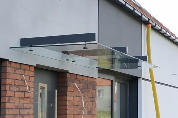 daszek-szklany-ze-szkła-hartowanego-laminowanego-przezroczystego-mocowany-do-belek-wsporczych-wrocław68235CDE-2FAB-F4EC-DAFF-B3166E2058EE.jpg