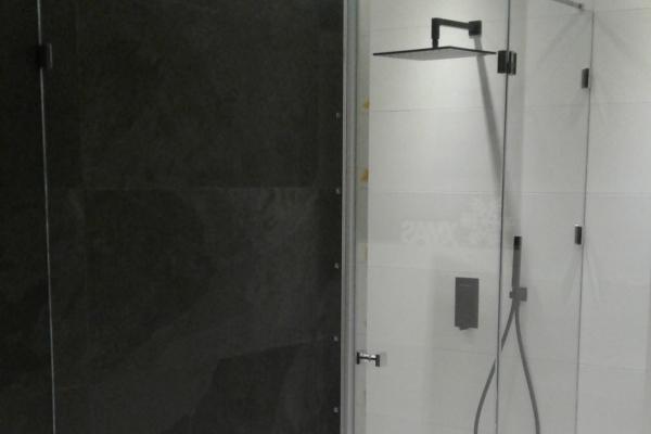 kabina-prysznicowa-z-mocowaniami-ze-stali-nierdzewnej-i-szkłe-hartowanym-gr-88-samoczyszczącym-łomiankiDBF1AA24-1A1A-DED2-B4B3-44BFE988A28E.jpg