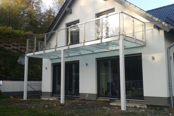 taras-na-konstrukcji-wsporczej-z-podloga-szklana-oraz-balustrada-ze-stali-nierdzewnej-niemcy177C0E5A-25E3-CB00-7230-6339F671FA7C.jpg
