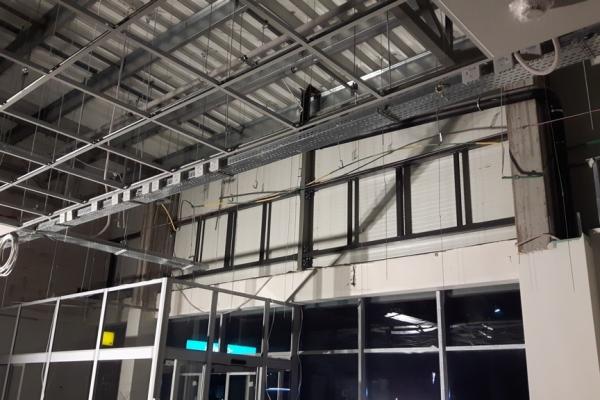 wykonanie-podkonstrukcji-stalowej-pod-zadaszenie-szklane-centrum-handlowe-lomianki051F7686-B0DF-D36F-F8ED-D1E88B290453.jpg