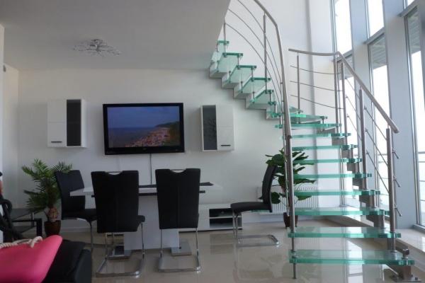schody-szklane-miedzyzdroje-wraz-z-podkonstrukcja-ze-stali-nierdzewnej5676CF96-EE73-39E8-DEF4-9B145505E9C7.jpg