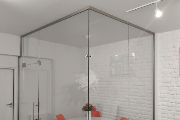 zabudowa-szklana-narożna-ze-szkła-hartowanego-przezroczystego-wraz-z-drzwiami-szklanymi-oława260F6DD9-44EC-C802-FD51-4E6E579DCE59.jpg