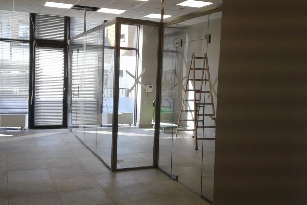 zabudowa-szklana-z-wykorzystaniem-podkonstrukcji-ze-stali-nierdzewnej-wrocław08A21792-7D98-D7F6-53C9-3317F1EA8E54.jpg
